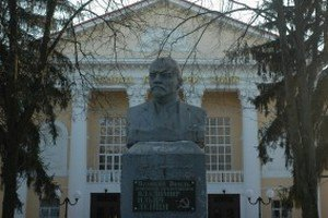 Суд разрешил снести памятники Ленину в Сумах