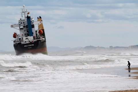 У Швеції сіло на мілину судно з російським екіпажем. Капітан і штурман були п'яні