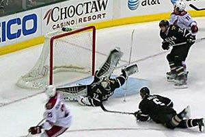 Рука хокейного бога
