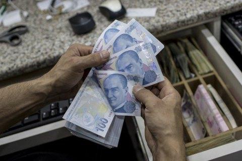 В Турции обрушился курс лиры