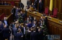 Оппозиция продолжила блокировать трибуну и президиум Рады
