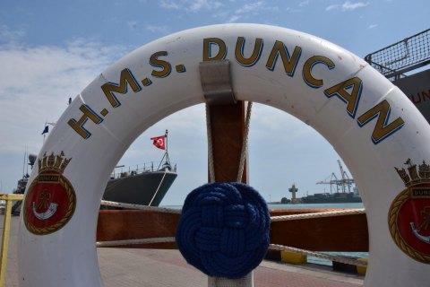 Українські та британські військові моряки провели навчання на борту есмінця в Одесі