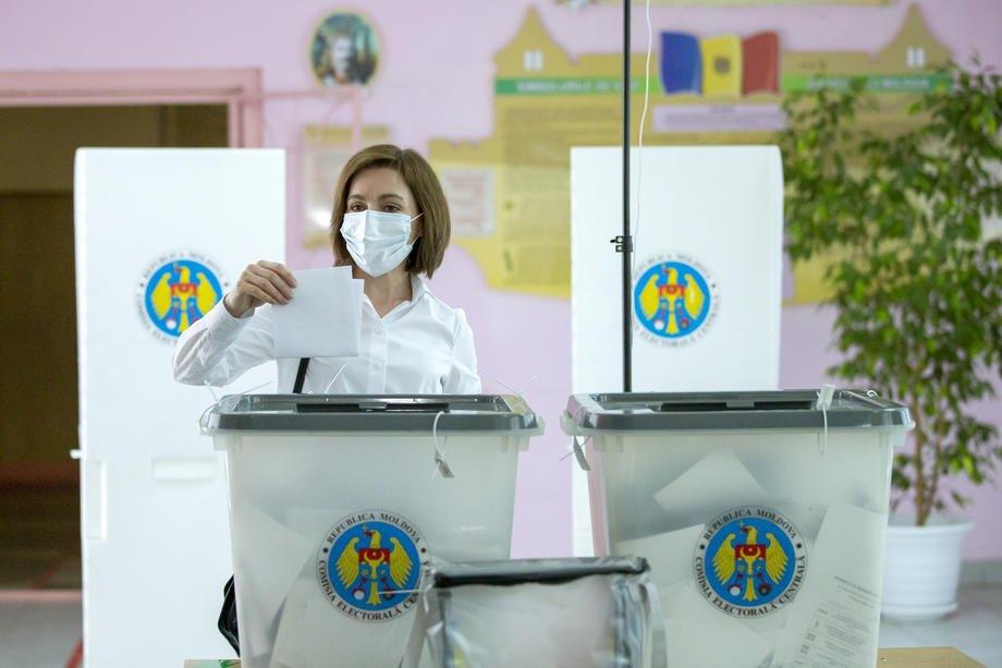 Президент Молдови Майя Санду голосує на виборах