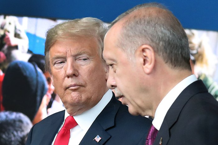 Президент США Дональд Трамп и президент Турции Реджепом Тайипом Эрдоганом во время встречи в штаб-квартире НАТО в Брюсселе, 11 июля 2018