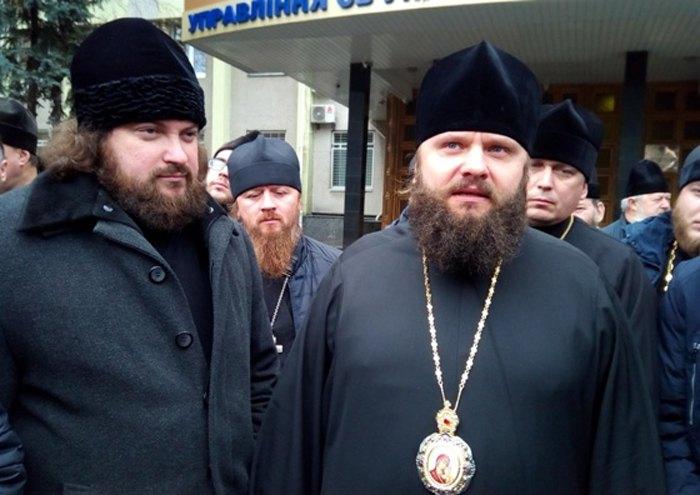 Епископ Пимен (справа)