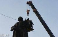 Неизвестные снесли еще два памятника Ленину в Харькове