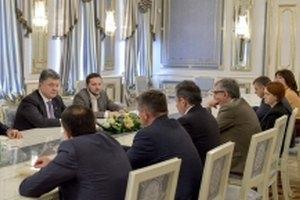 Порошенко поручил Нацсовету по телевидению разработать спецвещание для Донбасса