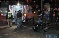 В Киеве на Петровке ВАЗ по вине женщины-водителя протаранил два мотоцикла на светофоре
