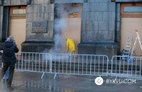 Офіс Зеленського п'ятий день відмивають від графіті