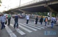 У Києві протестувальники проти будівництва перекрили рух на проспекті Перемоги (оновлено)
