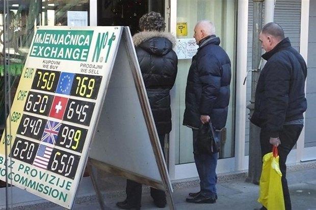 Черга в обмінник в Хорватії до подорожчення франку