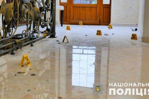 В Черновицкой области грабитель при задержании ранил двух полицейских