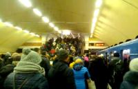 """В Киеве из-за поломки закрывали две станции """"красной"""" ветки метро"""