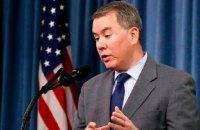 Заступник міністра оборони США, який був проти затримки військової допомоги Україні, пішов у відставку