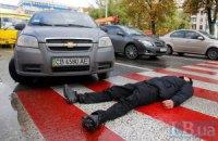 В центре Киева местные жители перекрыли дорогу (обновлено,добавлены фото)