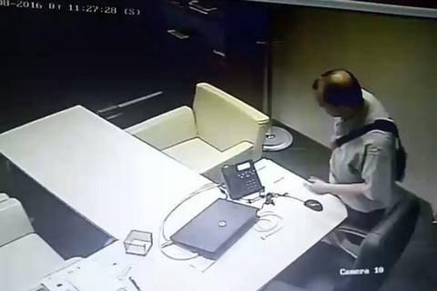В Киеве поймали мужчину с кражами в восьми банках на счету