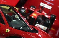 Ferrari привлекла $893 млн на IPO
