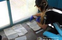У Покровську поліція знайшла в під'їзді житлового будинку кілька заповнених бюлетенів