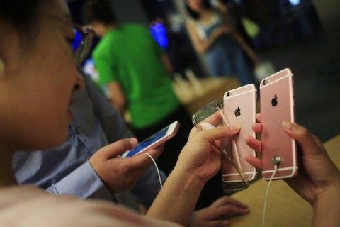 Apple извинилась за намеренное замедление старых айфонов