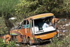 Автобус з півсотнею китайських студентів впав у прірву
