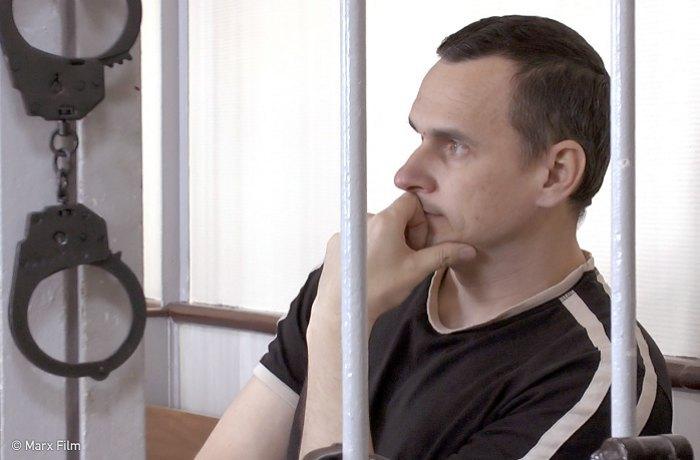 Олег Сенцов- один из многих политзаключенных украинцев в России
