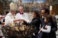 Папа Франциск позволил матерям кормить грудью в Сикстинской капелле