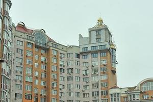 На даху київської багатоповерхівки побудували церкву
