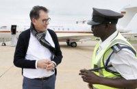 Самолет министра экономразвития Германии сломался во время его турне по Африке