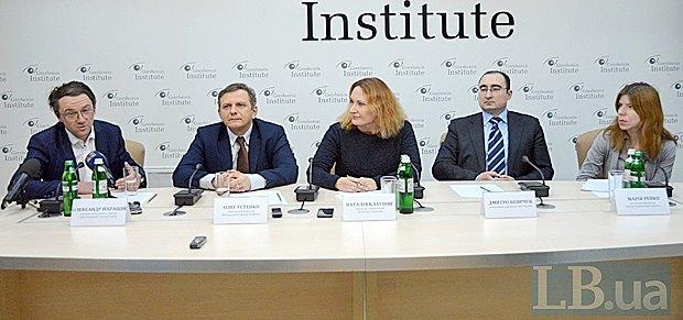 Зліва-направо: Олександр Паращій, Олег Устенко, Наталя Клаунінг, Дмитро Боярчук та Марія Репко