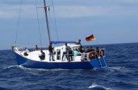 В Средиземноморье задержали трех украинцев, которые на яхте доставляли мигрантов в страны ЕС