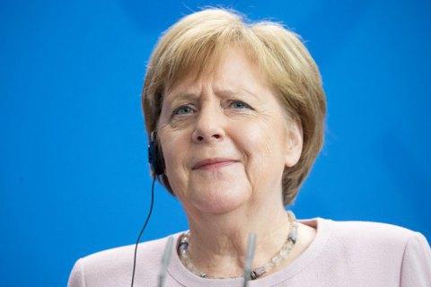 Меркель пообещала встретиться с Тихановской в ближайшее время