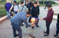 В центре Симферополя сожгли портреты Трампа, Мэй и Макрона