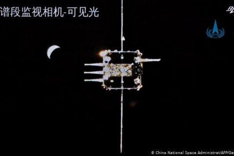 Китайський зонд зістикувався з кораблем на орбіті Місяця