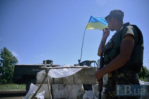 Боевики обстреляли машину с военными в Луганской области