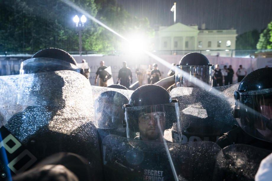 Кордон полиции под Белым домом