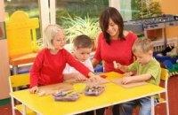 Янукович пообещал решить проблему нехватки детских садов