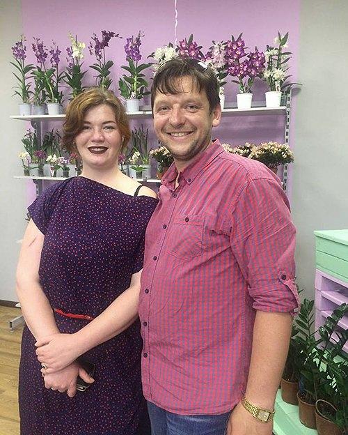 Євгенія та Андрій в своєму магазині квітів
