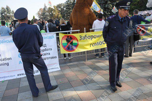 Митинг под Верховной Радой. Участники требуют запретить пропаганду гомосексуализма