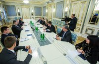 Порошенко закликав французьких депутатів уникати будь-яких контактів з окупаційною владою Криму
