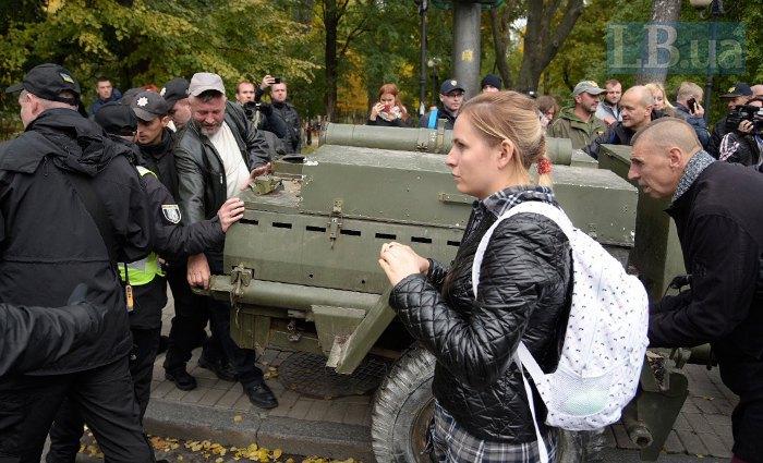 ВКиеве милиция заблокировала водворе группу участников акции
