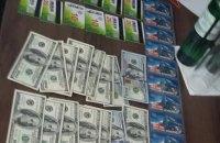 КГБ Беларуси задержал чиновника на взятке в 200 тыс. долларов