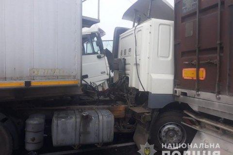 На трасі під Одесою зіткнулися 11 авто, в тому числі автобус із пасажирами і вантажівка