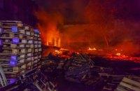В Днепре произошел масштабный пожар на складах из мебелью