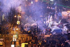 На Майдане Независимости десятки тысяч человек готовятся к Новому году