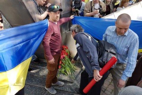 Первомайскую демонстрацию вХарькове сопровождали проукраинские активисты