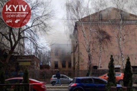 В Киеве третий раз за неделю горит отселенный дом в районе Лукьяновки