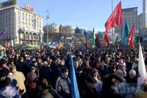 На Майдане собрались десятки тысяч людей
