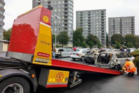 Поліція Швеції заарештувала трьох підозрюваних у масовому підпалі автомобілів