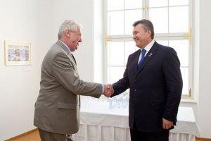 Президент Чехії не планує відкликати запрошення Януковичу на прохання політиків