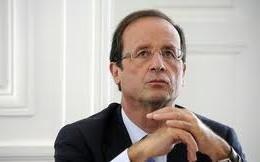 У літак президента Франції влучила блискавка